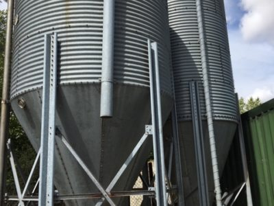 9 and 11 Ton Silos with twin boots and 2x 15m of auger flight and one motor